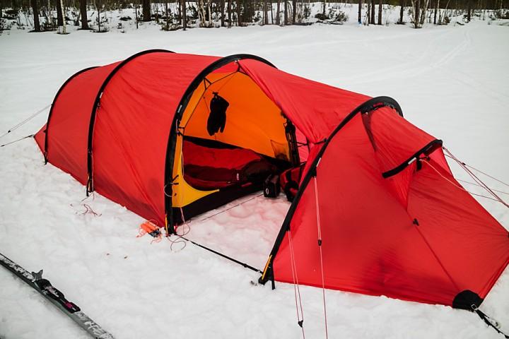En person i et tomanns Kaitum telt er ren luksus, akkurat slik det skal være når en ikke skal gå for langt.