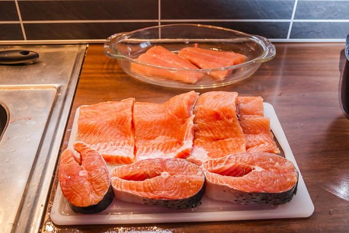 Fisken hadde magen full av sil, men var fin og rød i kjøttet.