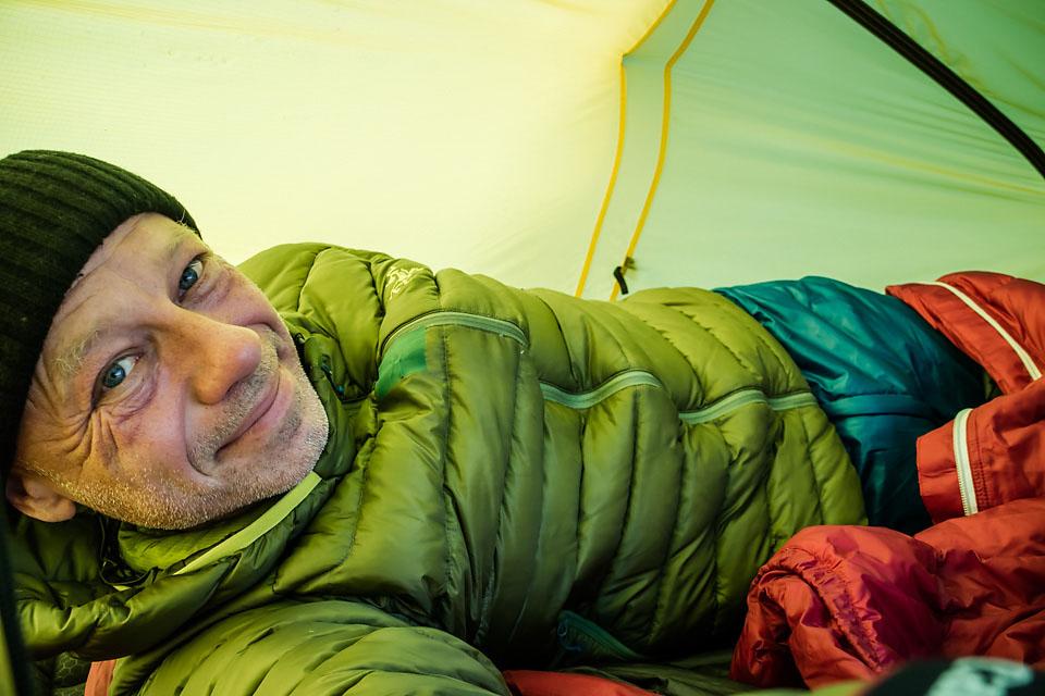 Med sommerpose med komfort 6 grader måtte jeg ty til varmebukse og dunjakke i soveposen den første frostnatta.