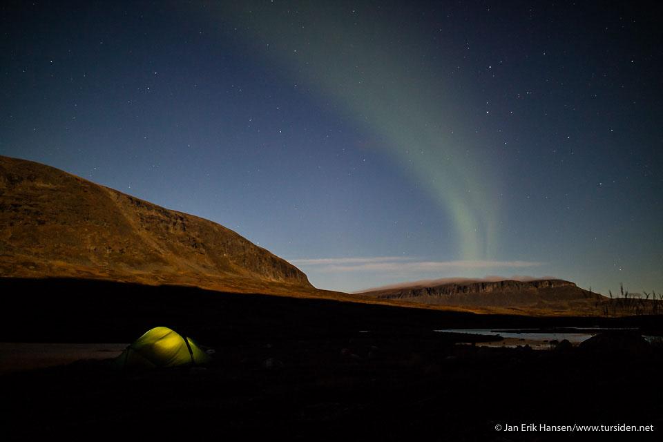 Fullmånen lyste godt opp i nattemørket, og sørget for at nordlyset ikke ble for voldsomt.