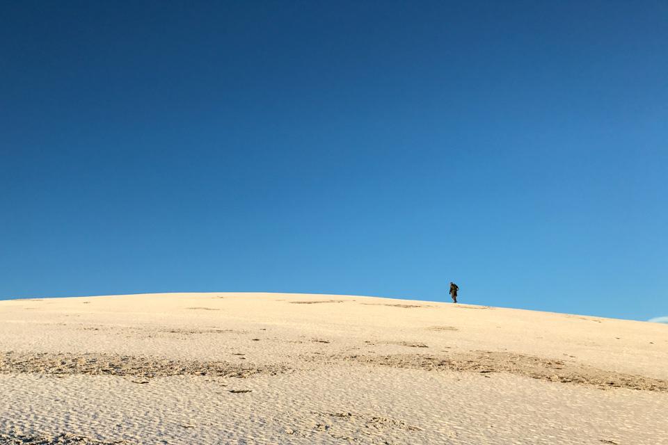 Cato på vei mot toppen.