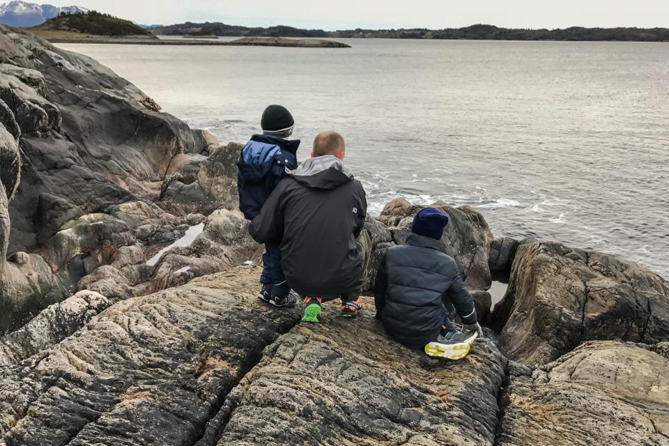 God gammeldags tur i fjæra med Knut Erik og ungene.