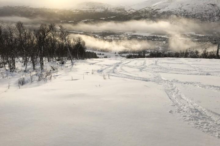 Ikke mye snø på Bjorli, men akkurat nok til noen svinger i de slake bakkene.